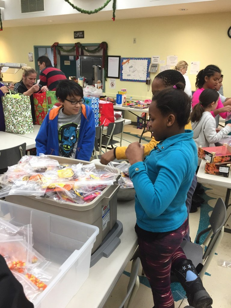 The Grade 5-6 students working at St. Luke's Table
